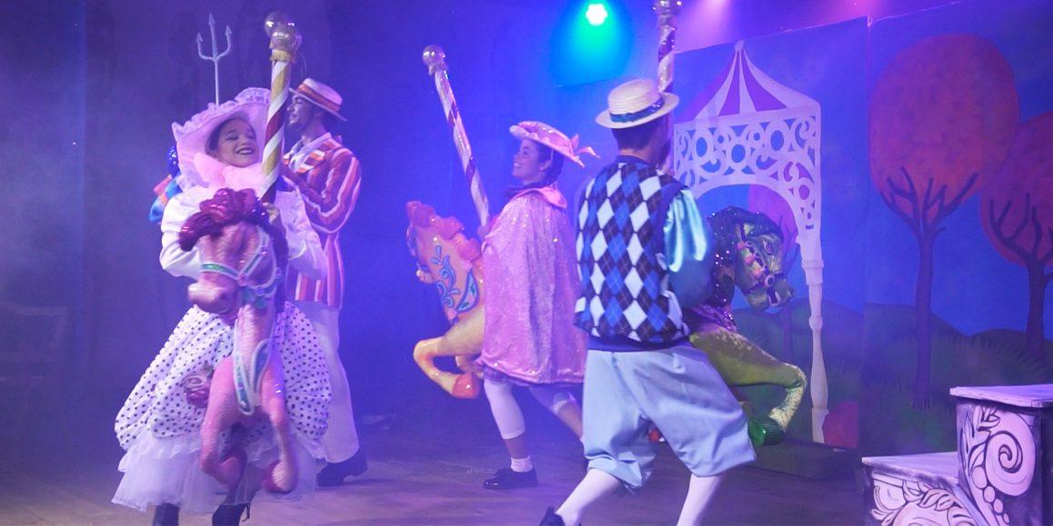 Step In Time és un espectacle d'entreteniment nocturn apte per a tots els públics que es realitza en hotels de Canàries.
